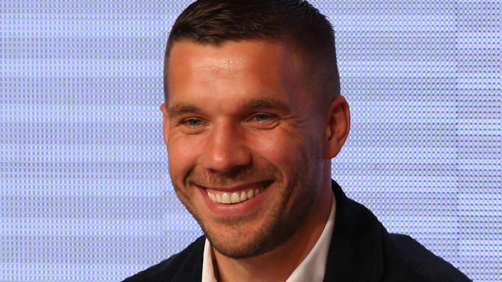 Lukas Podolski Teilt Susses Foto Von Seiner Frau Mit Tochterchen Maya