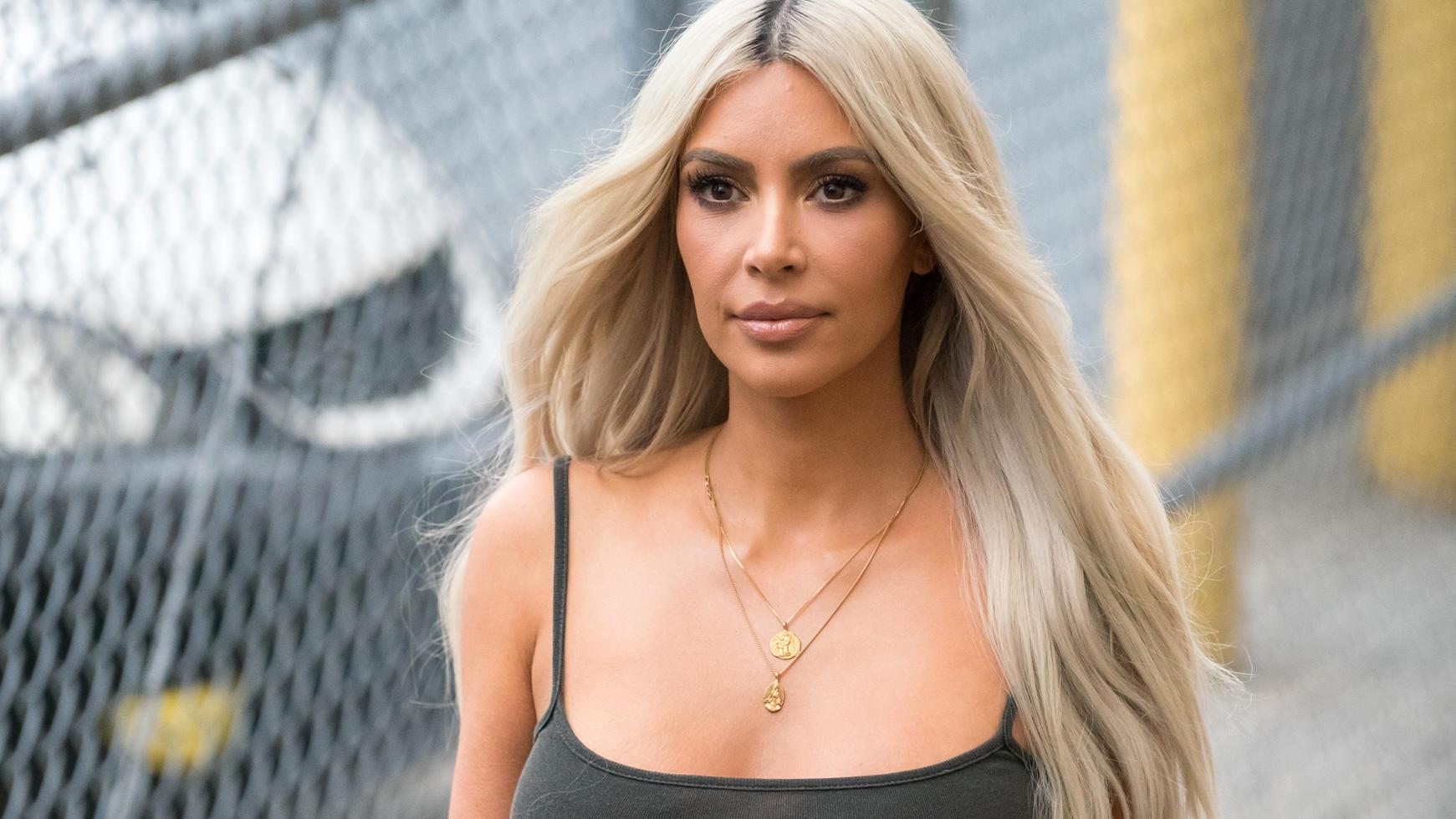 dr ngt kim kardashian ihre schwester kylie jenner dazu die schwangerschaft bekanntzugeben. Black Bedroom Furniture Sets. Home Design Ideas