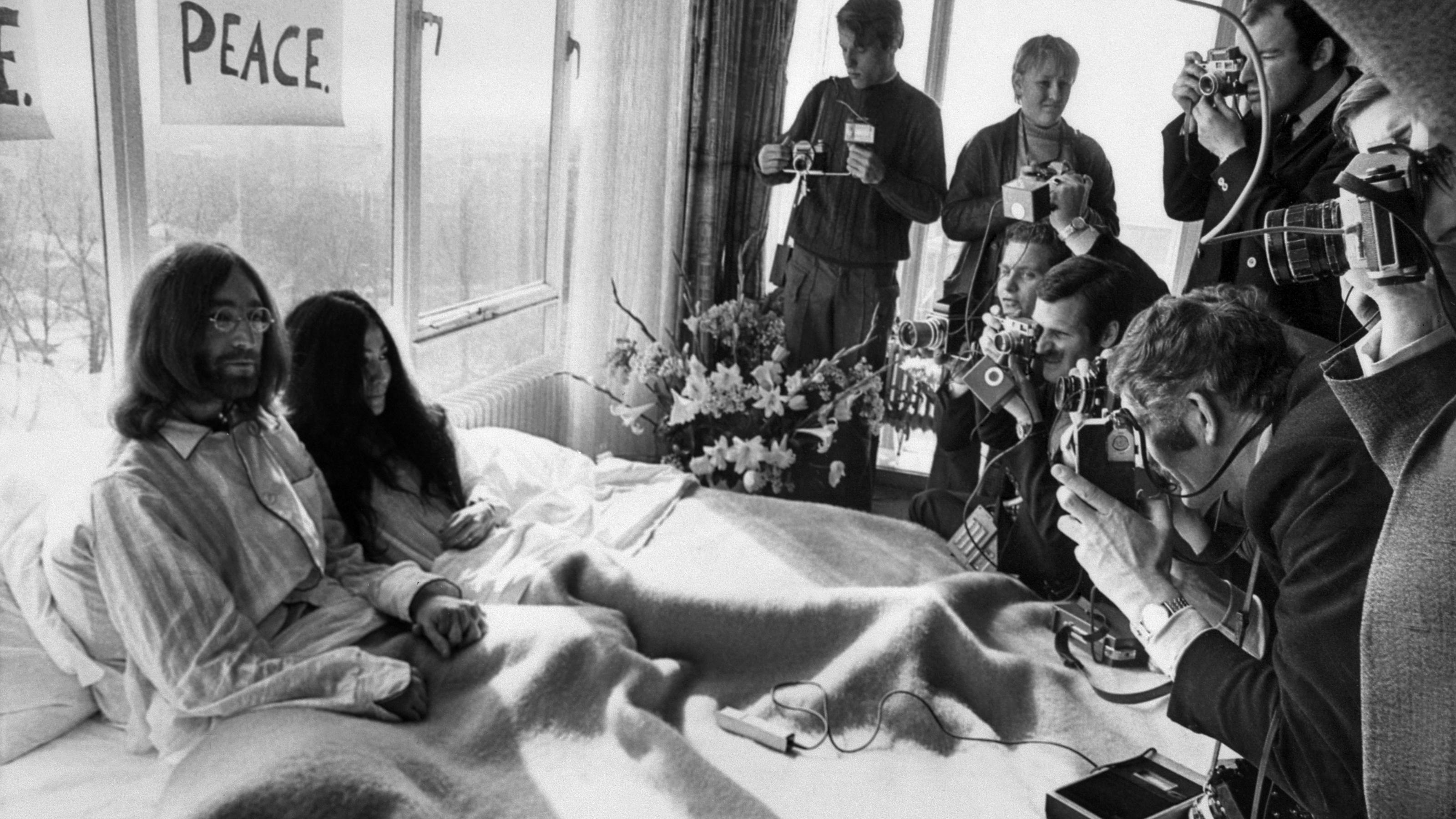 Yoko Ono: John Lennons Witwe feiert 85. Geburtstag