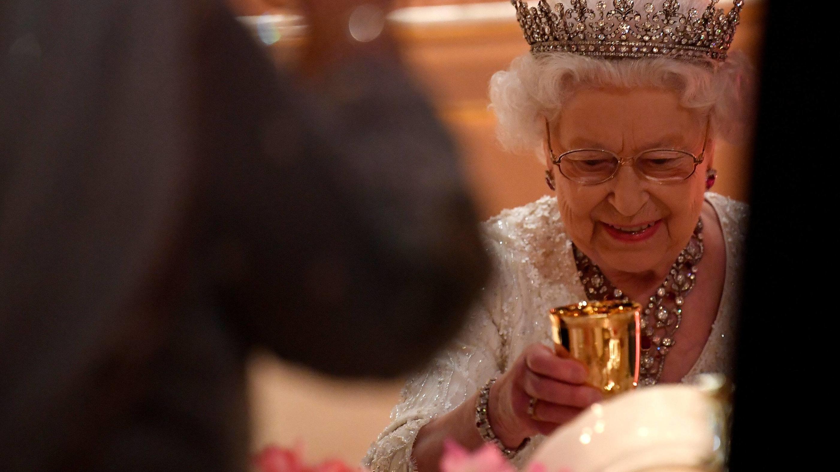 An Ihrem 92 Geburtstag Bricht Die Queen Mit Der Tradition