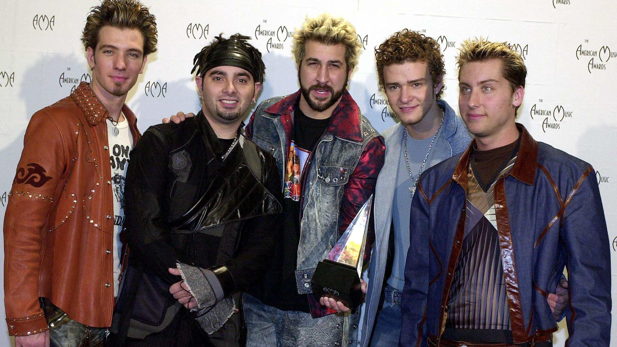 LOS ANGELES, UNITED STATES:  (L to R)  J.C. Chasez, Chris Kirkpatrick, Joey Fatone, Justin Timberlake, Lance Bass of the group 'N Sync, pose with their award for Internet Artist of the Year at the 28th Annual American Music Awards 08 January 2001 in