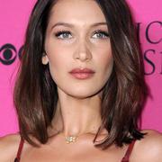 Bella Hadid Streitet Beauty Ops Ab Ihre Fans Finden Das Gar Nicht Cool