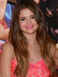 Selena Gomez Braun Vs Schwarz Welche Frisur Steht Der Sangerin